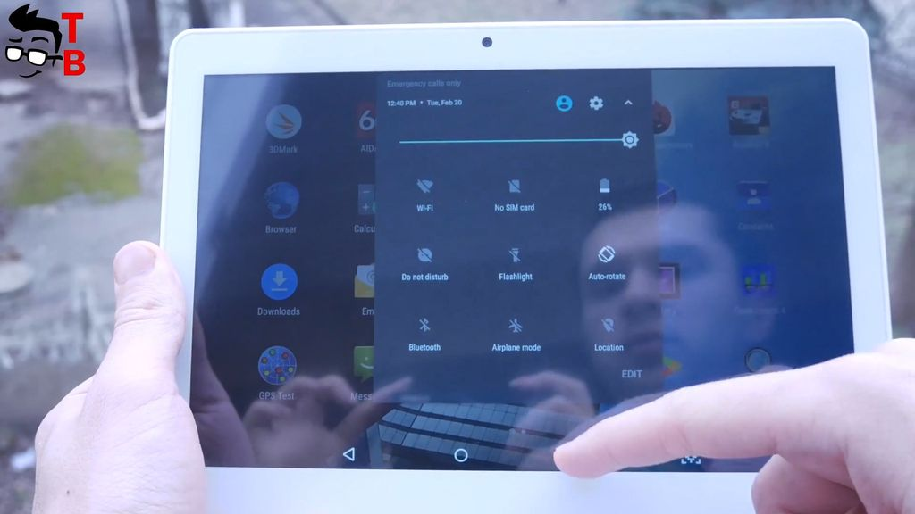 VOYO i8 Pro REVIEW display outdoors