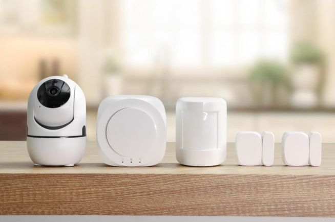 Winees Pet-Friendly Home Security Alarm Kit with Camera